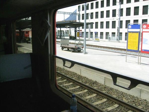 伯連納列車 可以拉下窗戶喔