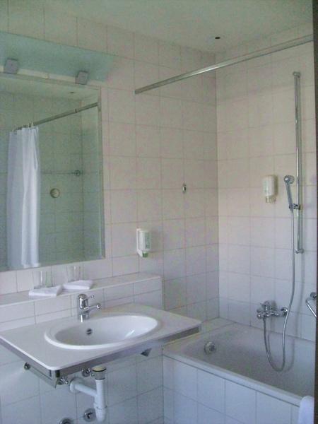 潔白的浴室