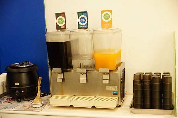 自助式飲料及濃湯.JPG