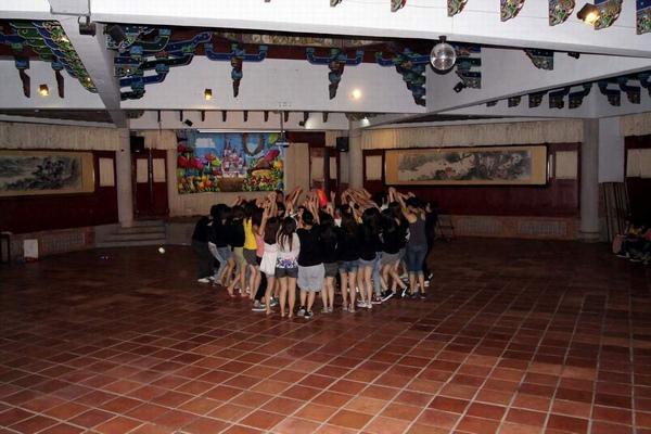 室內營火舞
