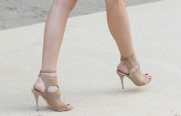 Olivia-Palermo-Aquazzura-Sexy-Thing-Sandals
