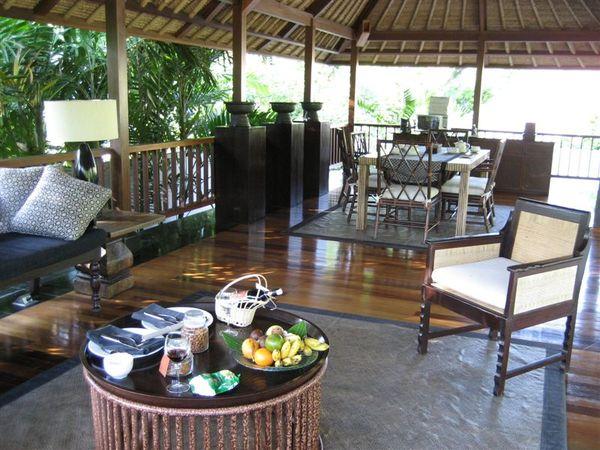 villa -living room (3).JPG
