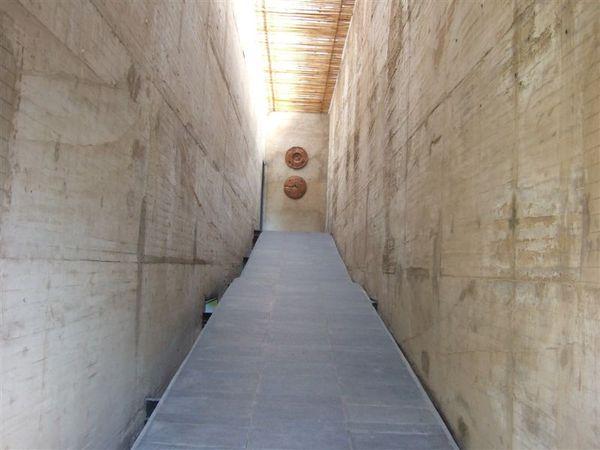 通往餐廳-特別的走廊.JPG