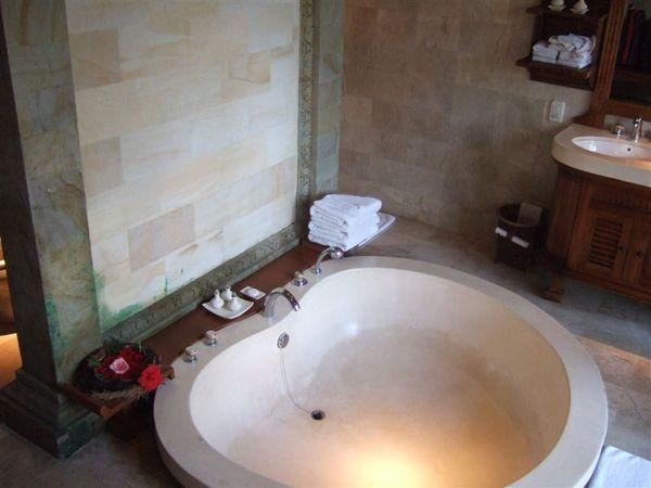 大浴缸.JPG