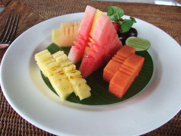 早餐的水果-擺的很美.JPG