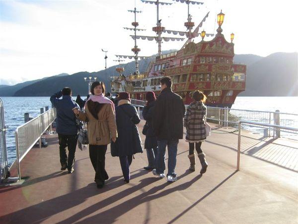 箱根-搭船去.JPG