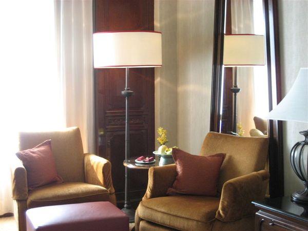 房間1-沙發.JPG