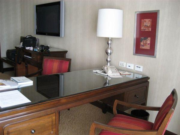 房間1-書桌.JPG