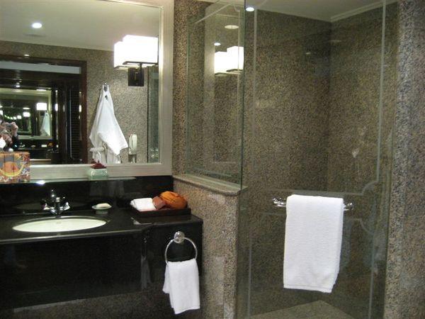 房間1-浴室一景.JPG