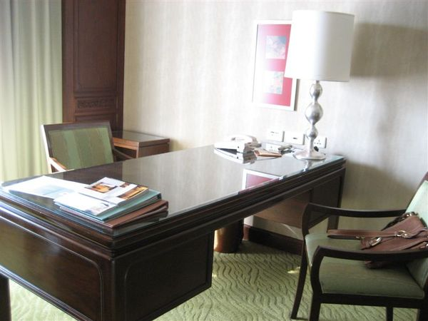 房間2-書桌.JPG