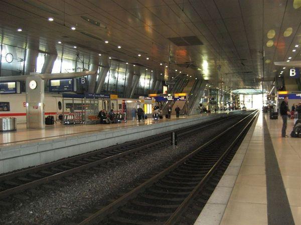 準備搭火車了.JPG