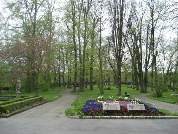 城堡花園-很適合散步哦.JPG