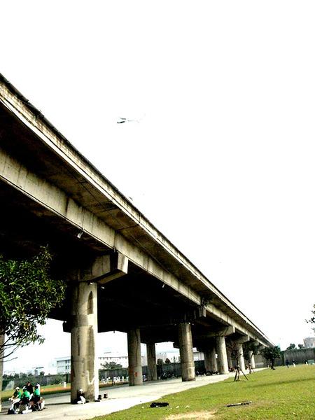 應該是傳說中的民權大橋