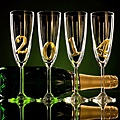 foto-gelukkig-nieuwjaar-2014-wallpaper-met-een-fles-champagne-en-glazen.jpg