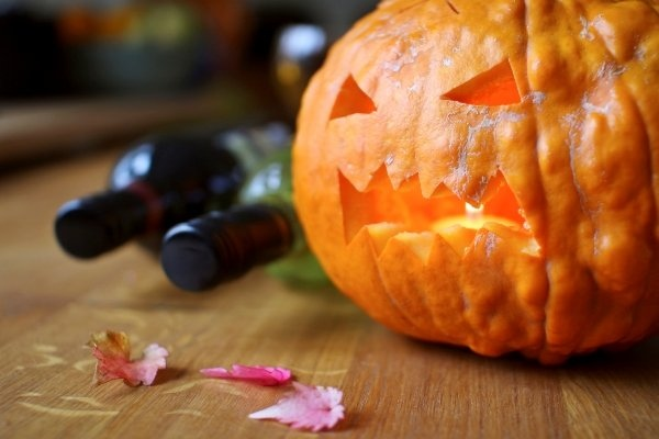 Halloween_and_Wine-WT_s640x427