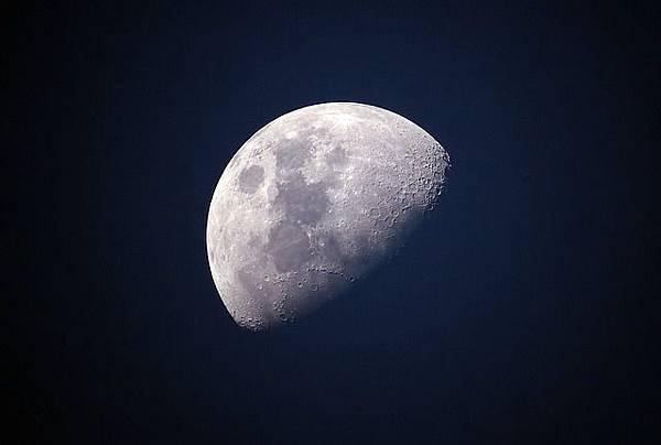 moon-1527501_640.jpg