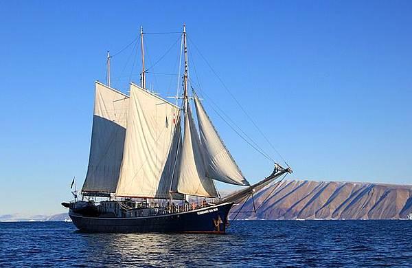 sailboat-459794_640.jpg