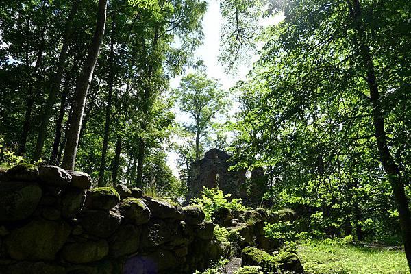 Latvia_18_Krimulda Medieval castle ruins.JPG