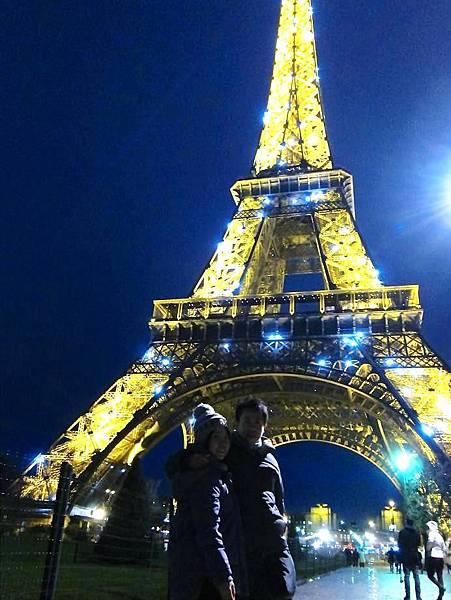 巴黎鐵塔前