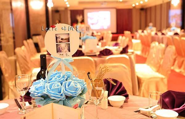 婚禮佈置桌花喜糖盒9