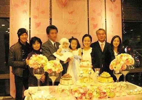 2010金泰熙家族照.jpg