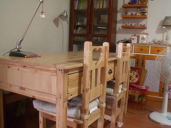 大書桌-2.JPG