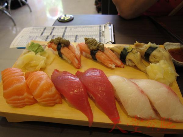 握壽司:鮭魚兩貫、鮪魚兩貫、海鱺魚兩貫、松葉蟹兩貫和炙穴子魚兩貫