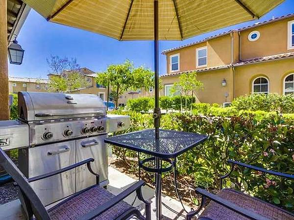 17022- front patio