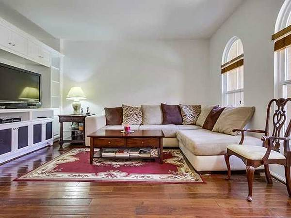 17022-living room