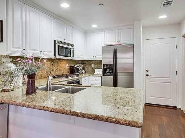 17022-kitchen