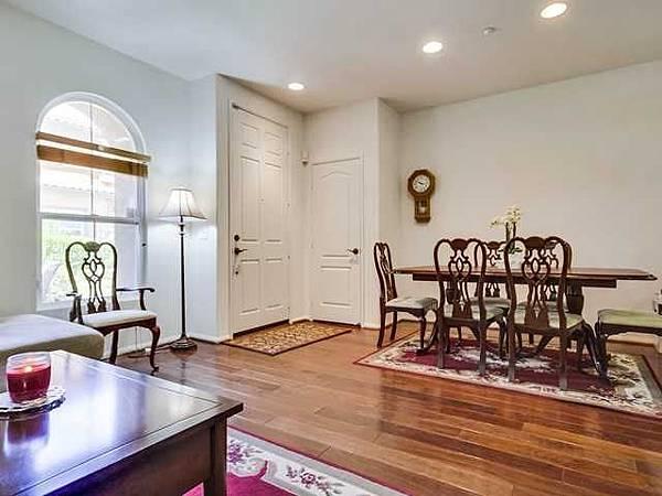 17022-dining room