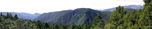近觀草木山峰,或因春秋替換,但山巒千古不易。
