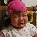 阿嬤隔天又幫小姐戴,哭慘了,哈哈哈哈哈...可憐又可愛