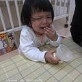 哭...因為她還要吃糖,都幾點了,不能給!
