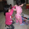 11.06-可憐的二小妞,走到哪都要玩醫生病人遊戲...