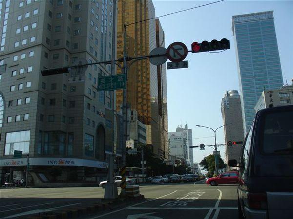 台中港路、英才路口的天際線