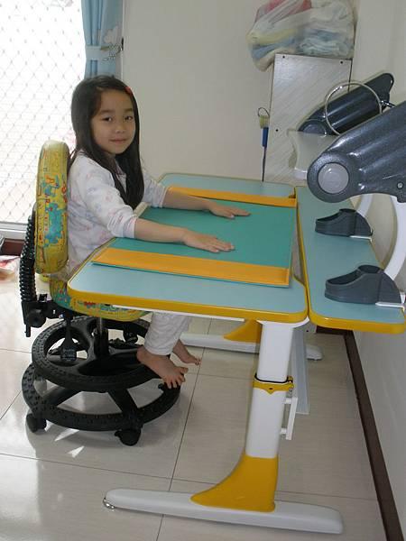 兒童成長書桌椅分享