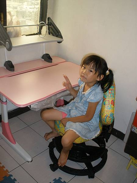 兒童成長書桌椅