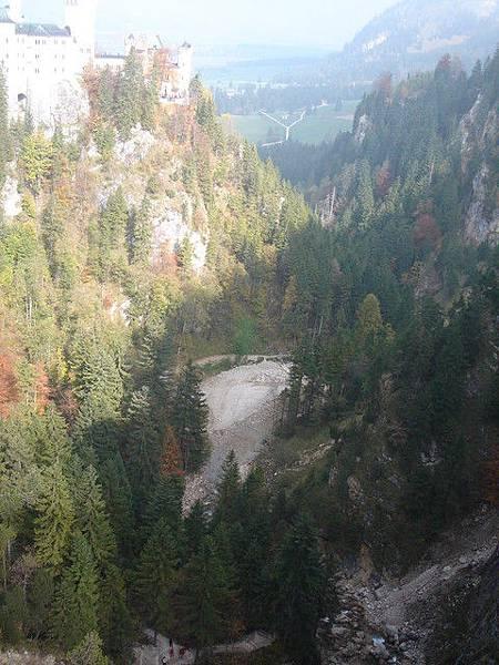 堡下的峽谷