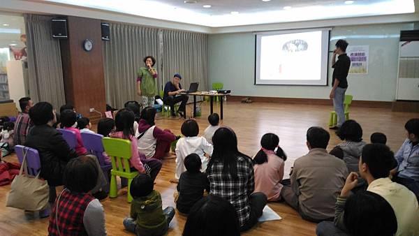 1050312親子玩身體-曾秀玲老師帶領繪本閱讀-佳.jpg