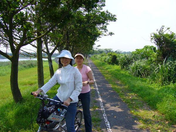 詠&me在冬山河飆腳踏車