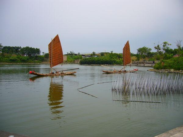 傳藝中心前的湖