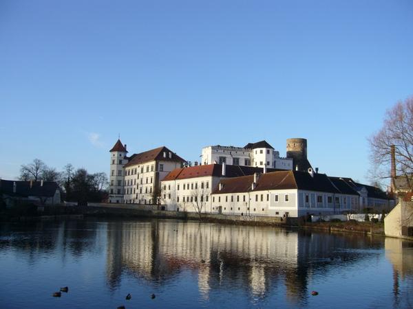英吉夫中世紀領主城堡.jpg