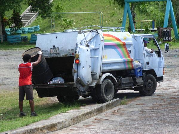 帛琉生活剪影——垃圾車