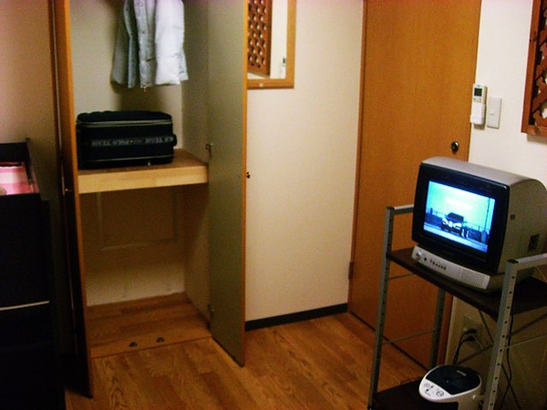 電視,櫃子,熱水瓶