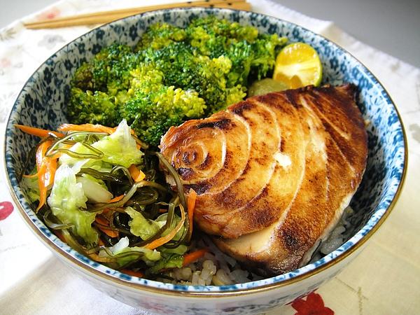 鹽燒圓鱈佐金桔與柚子胡椒