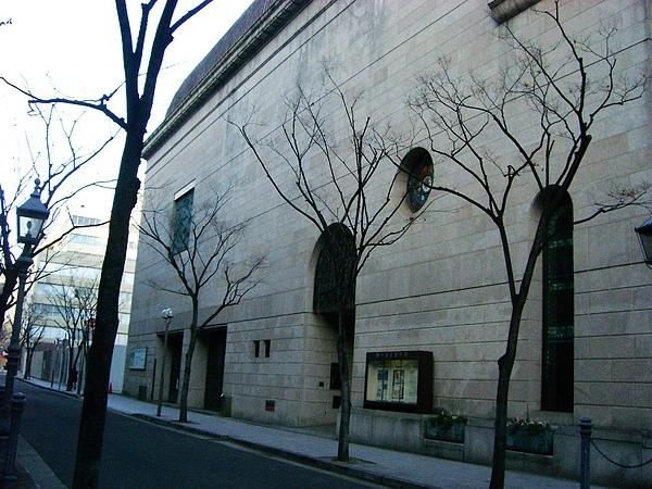 15番館對面就是神戶市立博物館.jpg