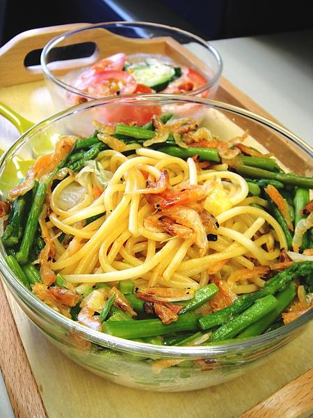 黃金鵝油櫻花蝦蘆筍義大利麵