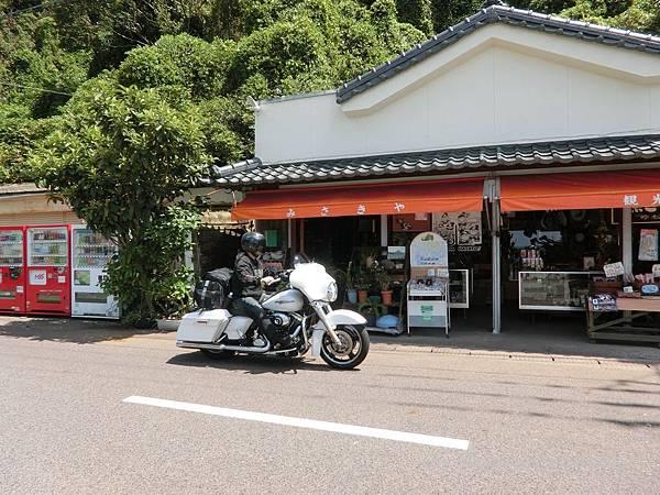 長崎鼻巴士站對面的土產店