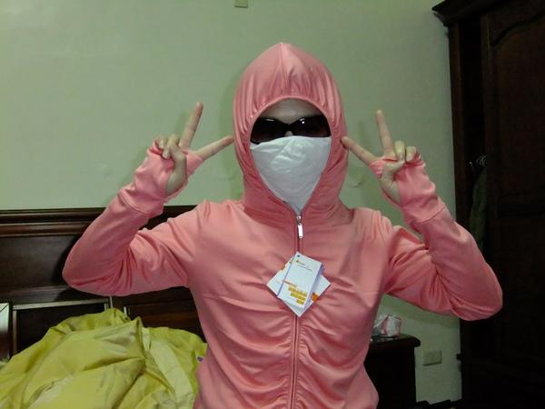 UV100防曬衣示範